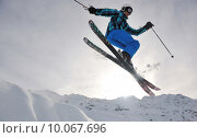 Купить «extreme freestyle ski jump», фото № 10067696, снято 14 декабря 2018 г. (c) PantherMedia / Фотобанк Лори
