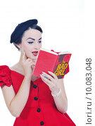 Купить «beautiful young woman read book», фото № 10083048, снято 22 июля 2019 г. (c) PantherMedia / Фотобанк Лори