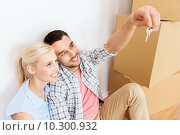 Купить «couple with key and boxes moving to new home», фото № 10300932, снято 6 июня 2015 г. (c) Syda Productions / Фотобанк Лори