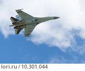 Купить «Самолёт Су-27 в полёте», фото № 10301044, снято 17 июня 2015 г. (c) Ekaterina Andreeva / Фотобанк Лори