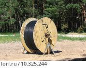 Купить «Большая катушка кабеля», фото № 10325244, снято 11 июля 2015 г. (c) Владимир Приземлин / Фотобанк Лори