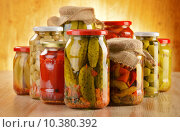 Купить «Composition with jars of pickled vegetables. Marinated food», фото № 10380392, снято 10 июля 2020 г. (c) PantherMedia / Фотобанк Лори
