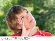 Купить «Мечтательный подросток», фото № 10406824, снято 20 июля 2015 г. (c) Недзельская Татьяна / Фотобанк Лори