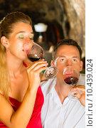 Купить «woman man couple wine pair», фото № 10439024, снято 23 августа 2019 г. (c) PantherMedia / Фотобанк Лори