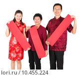 Купить «Asian Chinese family holding red spring couplets», фото № 10455224, снято 22 февраля 2019 г. (c) PantherMedia / Фотобанк Лори