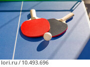 Купить «table tennis ping pong two paddles and white ball», фото № 10493696, снято 14 марта 2018 г. (c) PantherMedia / Фотобанк Лори