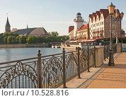Купить «Калининград. Набережная в центральной части города, Рыбная деревня», эксклюзивное фото № 10528816, снято 10 августа 2015 г. (c) Svet / Фотобанк Лори