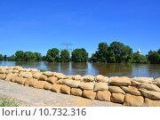 Купить «protection protect flood sandbags contactor», фото № 10732316, снято 20 сентября 2019 г. (c) PantherMedia / Фотобанк Лори