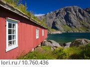 Купить «Fishing hut by fjord», фото № 10760436, снято 18 июня 2019 г. (c) PantherMedia / Фотобанк Лори