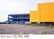 Купить «Yellow and blue building», фото № 10781380, снято 16 июня 2019 г. (c) PantherMedia / Фотобанк Лори