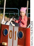 Ребенок на машинке. Стоковое фото, фотограф Сергей Васильев / Фотобанк Лори