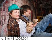 Купить «Drunk Young Men», фото № 11006504, снято 22 июля 2019 г. (c) PantherMedia / Фотобанк Лори