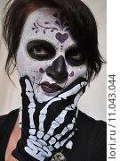 Купить «woman girl halloween carnival skeleton», фото № 11043044, снято 22 июля 2019 г. (c) PantherMedia / Фотобанк Лори