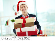 Купить «Businessman with presents», фото № 11072952, снято 16 сентября 2019 г. (c) PantherMedia / Фотобанк Лори