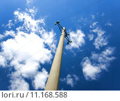 Купить «Concrete pole with power lines and insulators», фото № 11168588, снято 23 июня 2018 г. (c) PantherMedia / Фотобанк Лори