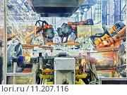 Купить «robots welding in a car factory», фото № 11207116, снято 22 февраля 2018 г. (c) PantherMedia / Фотобанк Лори