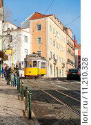 Купить «Старый желтый трамвай номер 12 на улицах Лиссабона», фото № 11210328, снято 28 декабря 2013 г. (c) Татьяна Кахилл / Фотобанк Лори