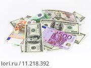 Банкноты различных стран на белом фоне. Стоковое фото, фотограф Денис Приходько-Муханов / Фотобанк Лори