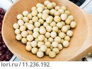 Купить «soya in wooden tablespoon», фото № 11236192, снято 20 января 2020 г. (c) PantherMedia / Фотобанк Лори