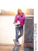 Купить «Blond woman standing with ice skates», фото № 11279668, снято 15 ноября 2018 г. (c) PantherMedia / Фотобанк Лори