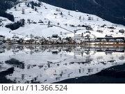 Купить «water winter still lake village», фото № 11366524, снято 27 мая 2019 г. (c) PantherMedia / Фотобанк Лори