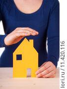 Купить «Woman Protecting House», фото № 11420116, снято 18 февраля 2020 г. (c) PantherMedia / Фотобанк Лори
