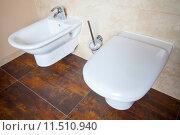 Купить «Hygiene. White porcelain bidet and toilet. Interior of bathroom.», фото № 11510940, снято 21 марта 2019 г. (c) PantherMedia / Фотобанк Лори