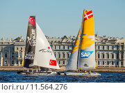 Участники шестого этапа парусных гонок на катамаранах Extreme Sailing Series проходившего 20-23 августа 2015 в Санкт-Петербурге. Редакционное фото, фотограф Галина Ермолаева / Фотобанк Лори