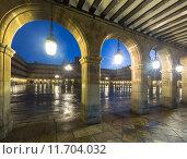 arches at Plaza Mayor at Salamanca in evening (2014 год). Стоковое фото, фотограф Яков Филимонов / Фотобанк Лори