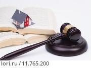 building house hammer judge real. Стоковое фото, фотограф Ralf Kalytta / PantherMedia / Фотобанк Лори