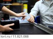 Купить «Paying credit card for purchases », фото № 11821088, снято 22 января 2020 г. (c) PantherMedia / Фотобанк Лори