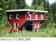 Купить «red building house skew schiefes», фото № 11860308, снято 19 июля 2018 г. (c) PantherMedia / Фотобанк Лори