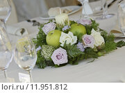 Купить «flower centerpiece for wedding table», фото № 11951812, снято 26 мая 2018 г. (c) PantherMedia / Фотобанк Лори