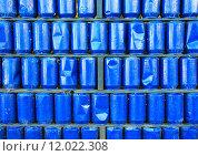 Купить «Wall of blue painted used metal cans background», фото № 12022308, снято 26 июня 2019 г. (c) PantherMedia / Фотобанк Лори