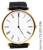 Купить «five o'clock on dial of wristwatch isolated», фото № 12051936, снято 19 июня 2019 г. (c) PantherMedia / Фотобанк Лори