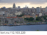 Купить «A panoramic view of Old Havana with the El Capitolio dome and the tower of Jose Marti memorial in the background, Havana, Cuba», фото № 12103220, снято 20 сентября 2019 г. (c) PantherMedia / Фотобанк Лори
