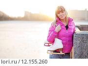 Купить «Figure skater woman in city riverfront», фото № 12155260, снято 22 марта 2019 г. (c) PantherMedia / Фотобанк Лори