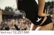 Купить «Танцовщица go-go на сцене», видеоролик № 12257060, снято 26 августа 2015 г. (c) Александр Багно / Фотобанк Лори