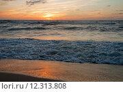 Вечерний морской пейзаж на закате солнца. Стоковое фото, фотограф Svet / Фотобанк Лори