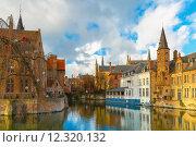 Купить «Cityscape from Rozenhoedkaai in Bruges, Belgium», фото № 12320132, снято 24 января 2019 г. (c) PantherMedia / Фотобанк Лори