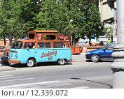 Купить «Кофе ретро автомобиль на улице Мира. Красноярск», фото № 12339072, снято 15 июня 2014 г. (c) Бурухин Никита Юрьевич / Фотобанк Лори