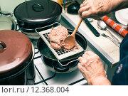 Купить «Cooking liver spaetzle soup», фото № 12368004, снято 24 апреля 2018 г. (c) PantherMedia / Фотобанк Лори