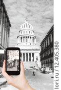 Купить «tourist taking photo of El Capitolio, Havana», фото № 12405380, снято 20 сентября 2019 г. (c) PantherMedia / Фотобанк Лори