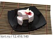 Купить «the made an incision white cake, on a black plate, on a rug», фото № 12416140, снято 23 марта 2019 г. (c) PantherMedia / Фотобанк Лори
