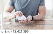 Купить «close up of man pouring pills from jar to hand», видеоролик № 12421596, снято 16 мая 2015 г. (c) Syda Productions / Фотобанк Лори