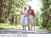 Seniors outdoors. Стоковое фото, фотограф Dmitriy Shironosov / PantherMedia / Фотобанк Лори