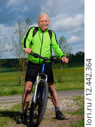 Купить «man nature senior fit bike», фото № 12442364, снято 21 апреля 2019 г. (c) PantherMedia / Фотобанк Лори