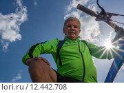 Купить «man nature senior fit bike», фото № 12442708, снято 21 января 2019 г. (c) PantherMedia / Фотобанк Лори