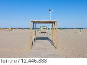Купить «Rows of the palm leaf sun shades on the beach», фото № 12446888, снято 21 марта 2019 г. (c) PantherMedia / Фотобанк Лори