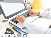 Купить «engineering use laptop computer on workspace», фото № 12490376, снято 20 сентября 2018 г. (c) PantherMedia / Фотобанк Лори